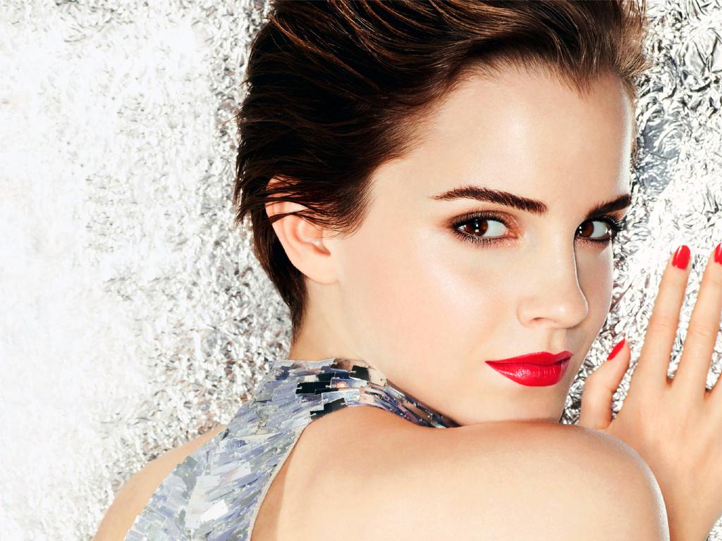 Emma Watson bacia male
