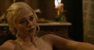 Emilia Clarke nuda