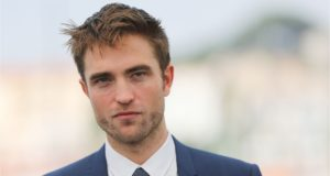 Robert Pattinson sesso con cane