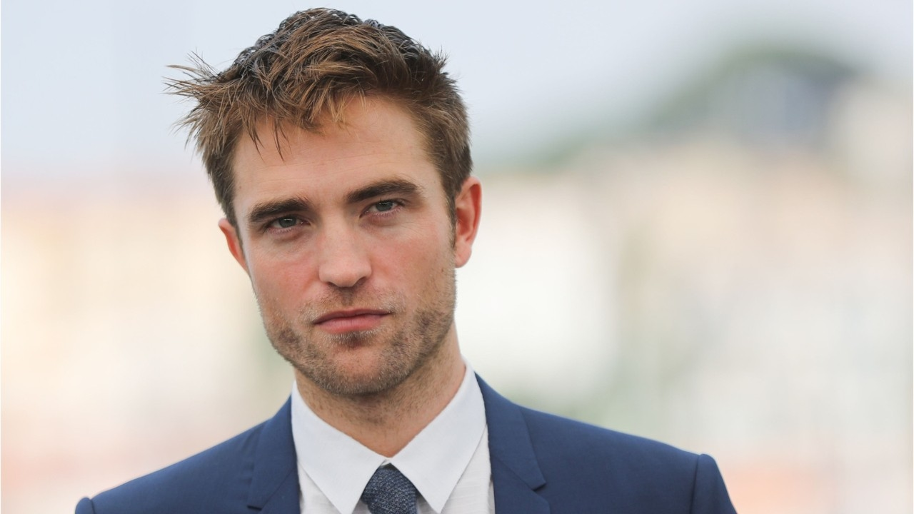 Robert Pattinson sesso con cane