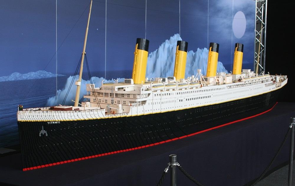 Titanic Lego distrutto