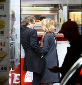 Natalia Dyer Charlie Heaton fidanzati