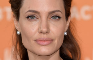 Angelina Jolie paralisi Bell