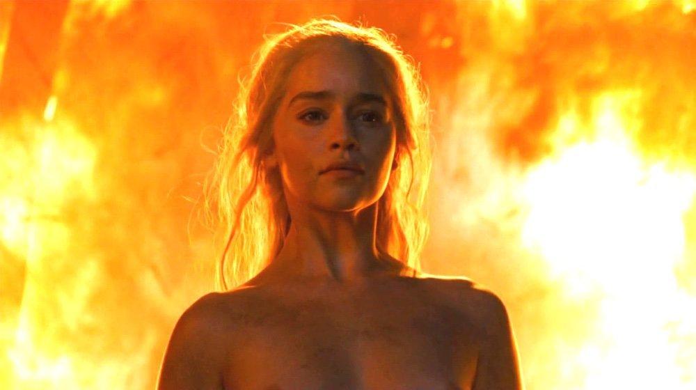 Emilia Clarke nudo