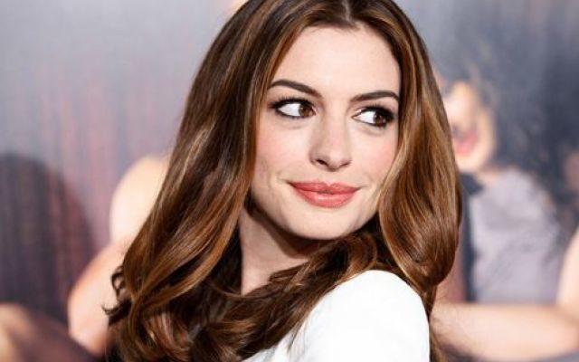Anne Hathaway marito